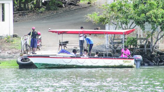Grande-Rivière-Sud-Est - Le Ferry Boat : un moyen de transport gratuit et rapide