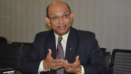 Sécurité sociale : Étienne Sinatambou dénonce le système bureaucratique de son ministère
