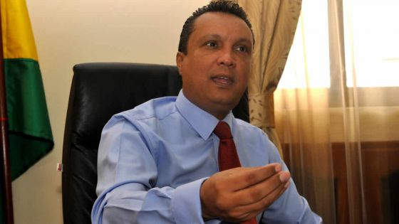 Révocation de Collendavelloo : «Une commission d'enquête est plus que primordiale», affirme Assirvaden