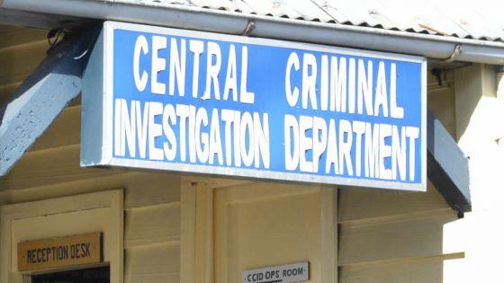 Plainte d'une employée de la CWA : Deven Anacootee entendu under warning au CCID
