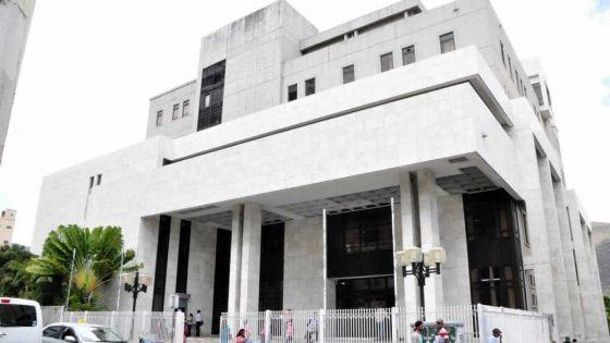 Vol et retraits non autorisés : l'accusé est condamné à trois ans de prison