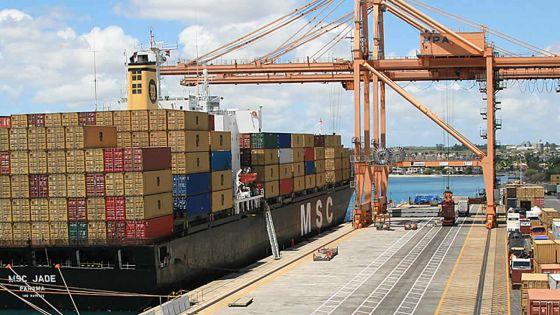Suite au non-débarquement de marchandises au port, des importateurs craignent une pénurie de certains fruits