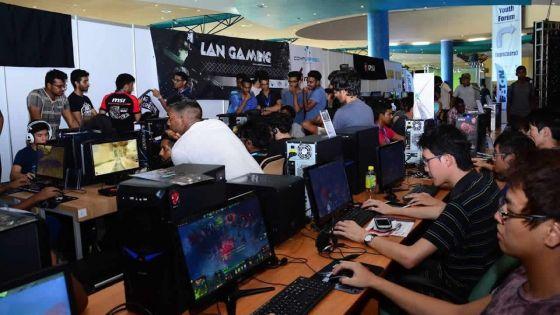 Tournois de jeux vidéo et conférences