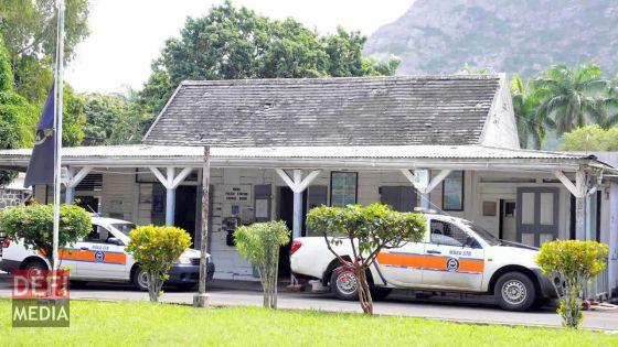 Saint-Pierre : il se pointe au bureau CAB avec une arme tranchante et deux faux revolvers