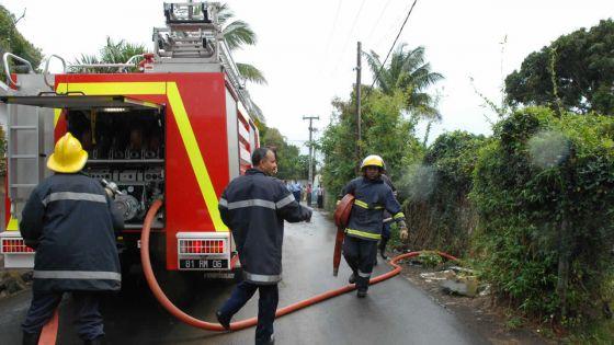 À Port-Louis : une femme et un enfant sauvés d'un bâtiment en feu