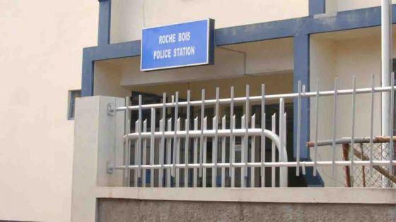 Fraude bancaire alléguée : choquée de voir son compte bancaire dévidé, elle porte plainte à la police