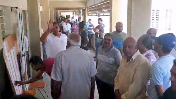 Triolet : des électeurs «en colère d'avoir patienté plus de 30 minutes pour aller voter»