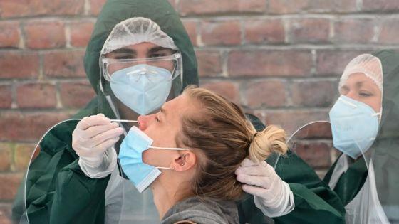 Covid-19 : peut-être jamais de solution miracle contre la pandémie, avertit l'OMS