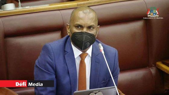 Budget 2021-22 : «Concentré et serein», Padayachy se dit «prêt à relever le défi»