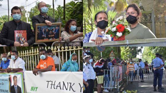 Crémation de SAJ : ces sympathisants rassemblés devant le Jardin botanique de Pamplemousses
