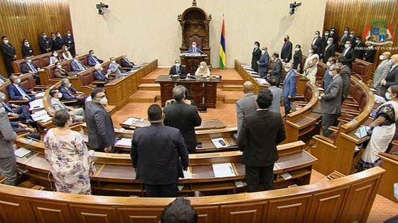 Covid-19 Bill et Quarantine Bill : les deux projets de loi votés au Parlement