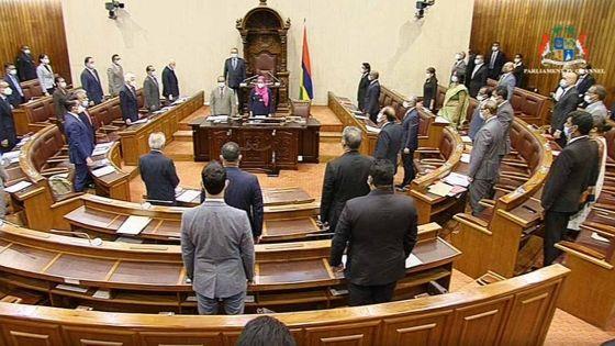 Suivez en direct les débats sur le Finance Bill, qui prévoit des amendements à 70 textes de loi