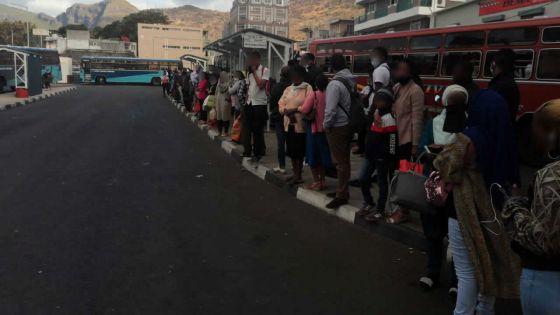 Pas de bus Express Port-Louis/Curepipe : des passagers poireautent une heure