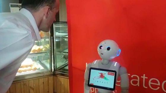 Au Prime Café à Ébène : le robot Pepper accueillera les clients et prendra leurs commandes
