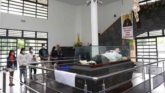 Pèlerinage au tombeau du père Laval : des fidèles parlent de l'importance de ce 9 septembre