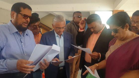 Nomination Day : Pravind Jugnauth et ses deux colistiers sont arrivés au centre de dépôt des candidatures