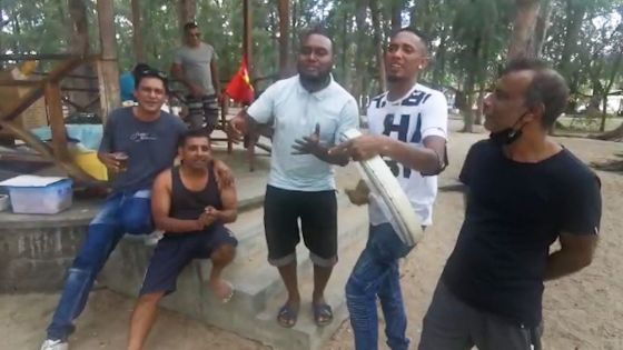 Réouverture des plages publiques : moment de détente entre amis … au son de la ravanne