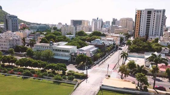 Première journée de confinement national : la capitale de Maurice vue du ciel
