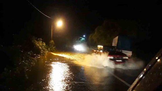 Avis de fortes pluies : grosses accumulations d'eau à Mare-aux-Vacoas