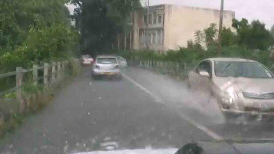 Déluge de pluies violentes à Ebène et Rose-Hill