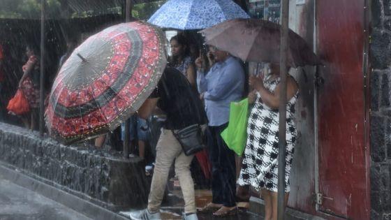 Météo : l'avis de fortes pluies maintenu, pas de classes, les dernières nouvelles sur la perturbation tropicale
