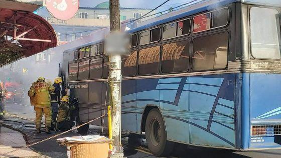 Nouvelle-France : un autobus transportant des élèves prend feu