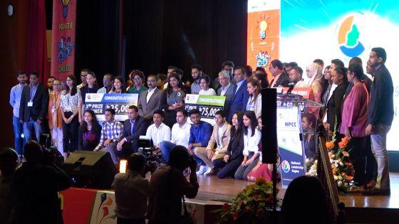 Après l'homélie du pape sur la jeunesse, Pravind Jugnauth veut continuer à «encourager les jeunes»