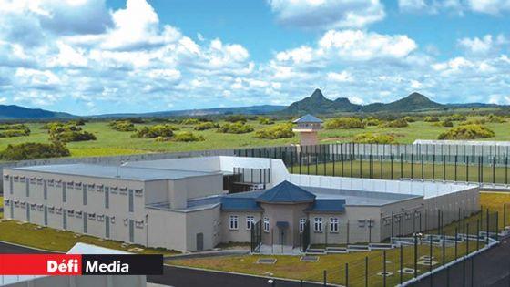 Prison de haute sécurité de Melrose : Un détenu allègue avoir été agressé par six prisonniers