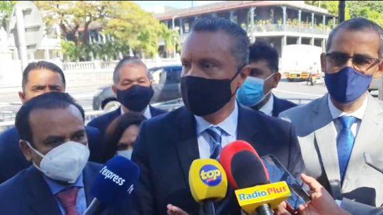 Point de presse de Patrick Assirvaden devant le Parlement