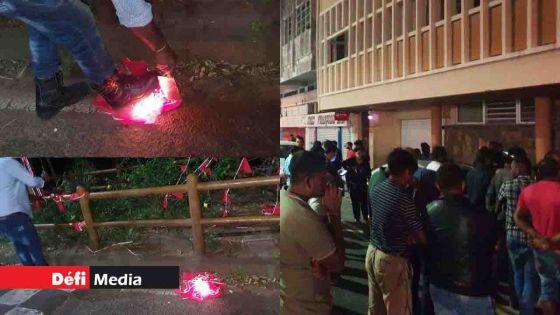 Alliance Nationale : vive colère des activistes rouges de 4 circonscriptions devant le bureau de Ramgoolam car certains candidats potentiels n'ont pas obtenu de tickets