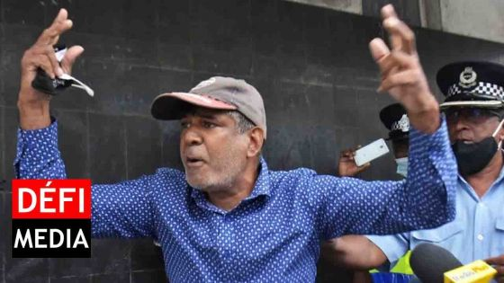 Manif devant l'Hôtel du Gouvernement : « Nous réclamons le départ du Speaker, Sooroojdev Phokeer », lance Raouf Khodabaccus