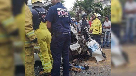 Réduit : un grave accident entre un camion et un minibus fait un mort