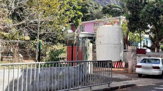 Deux réservoirs de 30 000 litres installés par la CWA à Vallée-des-Prêtres