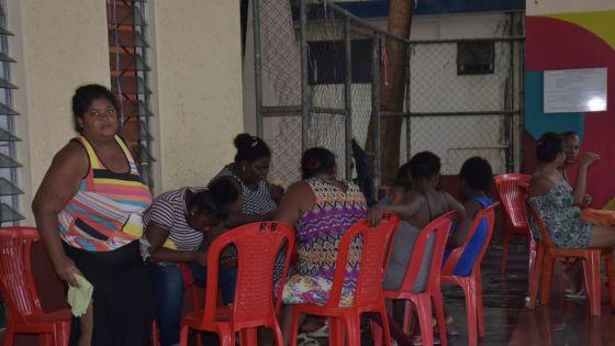 Intempéries : des sinistrés se précipitent vers des centres communautaires