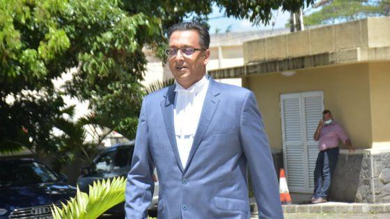 Incident avec un cameraman et un journaliste de la  MBC : «Mo pa ti mean dan oken fason pou fer li santi li mal a lez», dit Bhadain
