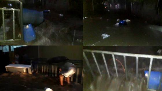 Avis de fortes pluies : une rue se transforme en rivière en crue à Tranquebar