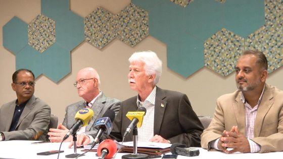 Discours-programme : Bérenger annonce que l'opposition ne sera présente au Parlement