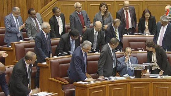 Dernière participation aux débats budgétaires : standing ovation pour SAJ qui s'en est pris à l'opposition et a défendu le CP lors de son discours