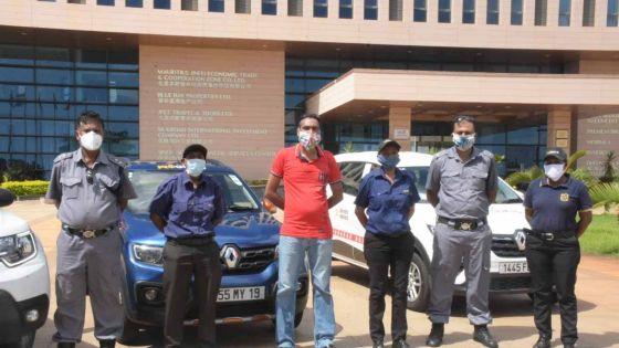 Confinement : les agents de sécurité, discrets 'frontliners'