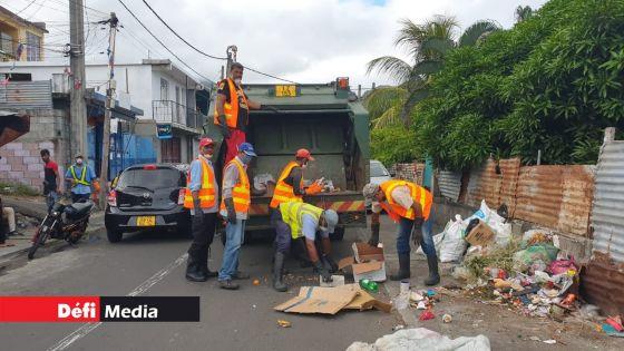 Service de voirie : des éboueurs de Grand-Port et Savanne réclament des « équipements appropriés »