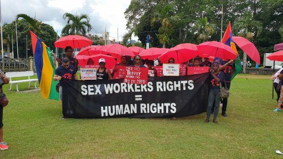 Marche pacifique de Parapli Rouz à Rose-Hill : «Donn nou nou drwa»