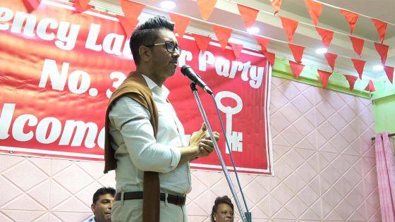 «La date du 7 novembre a été choisie pour éviter une révolution des jeunes sur les réseaux sociaux», dit Shakeel Mohamed