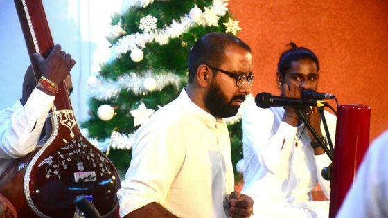 A Wooton : Sharvan Boyjoonauth chante pour Dimple Raghoo et le petit Ayaah