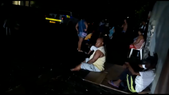 Bain-des-Dames : des sinistrés passent la nuit devant le poste de police