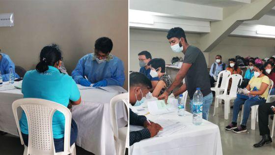 Campagne de vaccination anti-Covid-19 à Bambous : des employés de banque reçoivent leur première dose