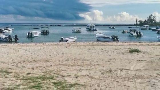 Confinement : la solitude au rendez-vous à la plage de Flic-en-Flac