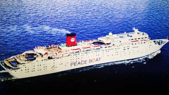 Escale du Peace Boat à Port-Louis