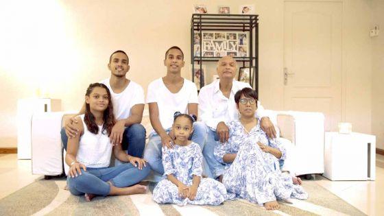 En plein confinement, une famille partage un chant d'espoir