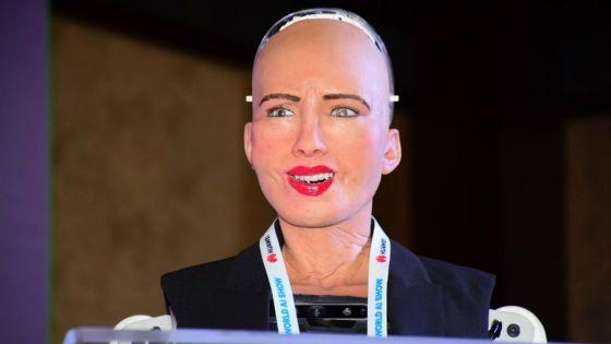 Le robot Sophia : « Ki manier ? Mo mari kontan mo a Moris »