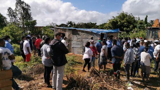 Grosse mobilisation policière à Curepipe - Des structures construites illégalement détruites ; plus d'une trentaine de familles à la rue